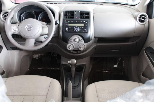 Mặt taplo Nissan Sunny