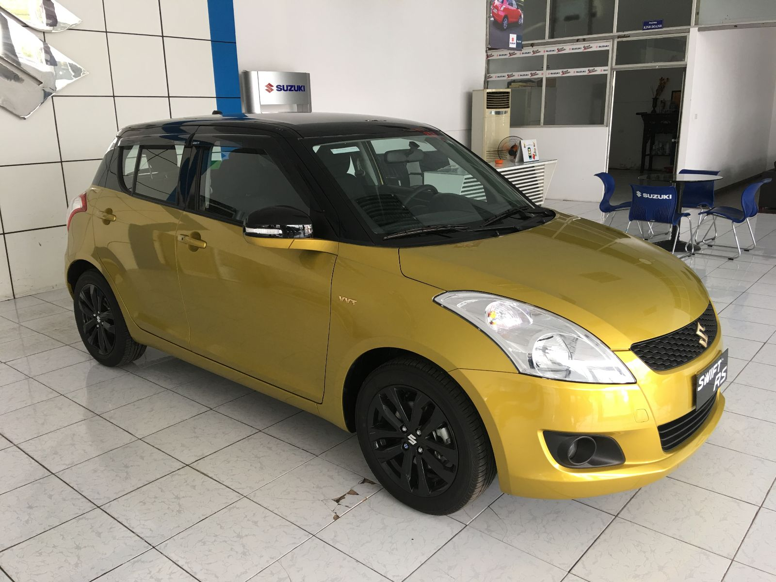 Suzuki swift rs mau vang