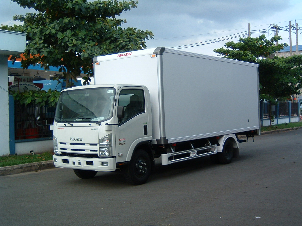 xe tai isuzu 5 tan n-series
